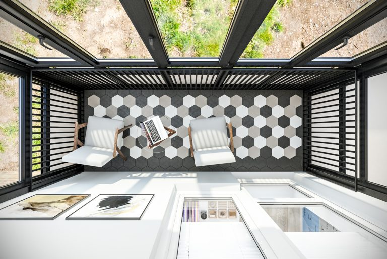 Балкон с необычной раскладкой плитки