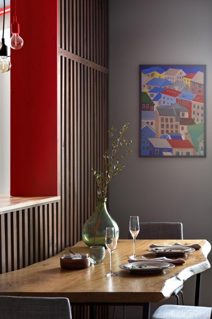 Картина с Гренландией на кухне