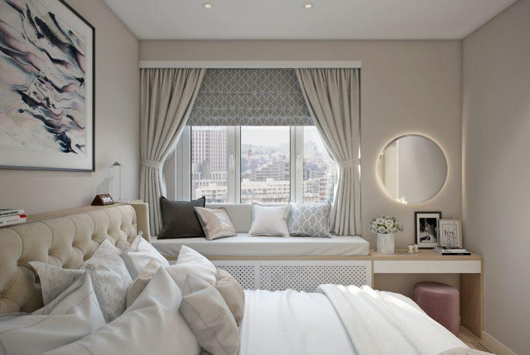 мягкий подоконник в спальне