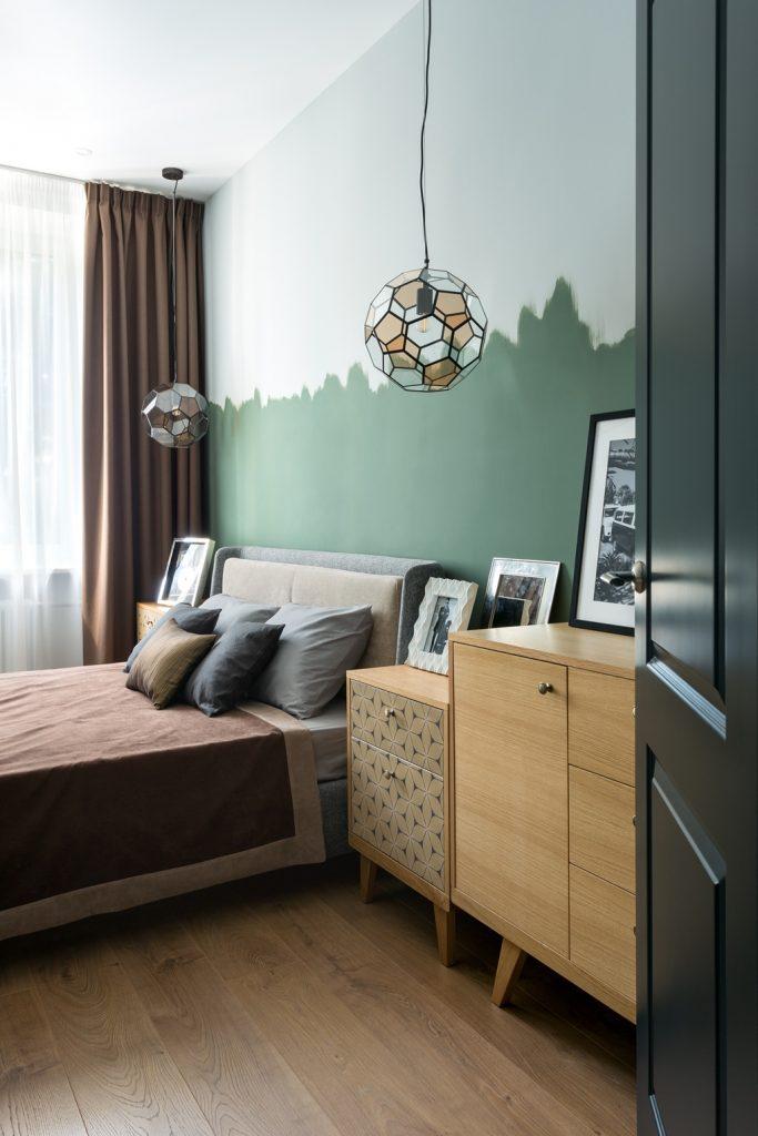 небольшая спальня и прикроватные тумбы