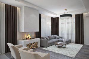 Современный дровяной камин в мягкой зоне гостиной