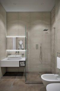современная ванная команата с большим душевым уголком в загородном доме