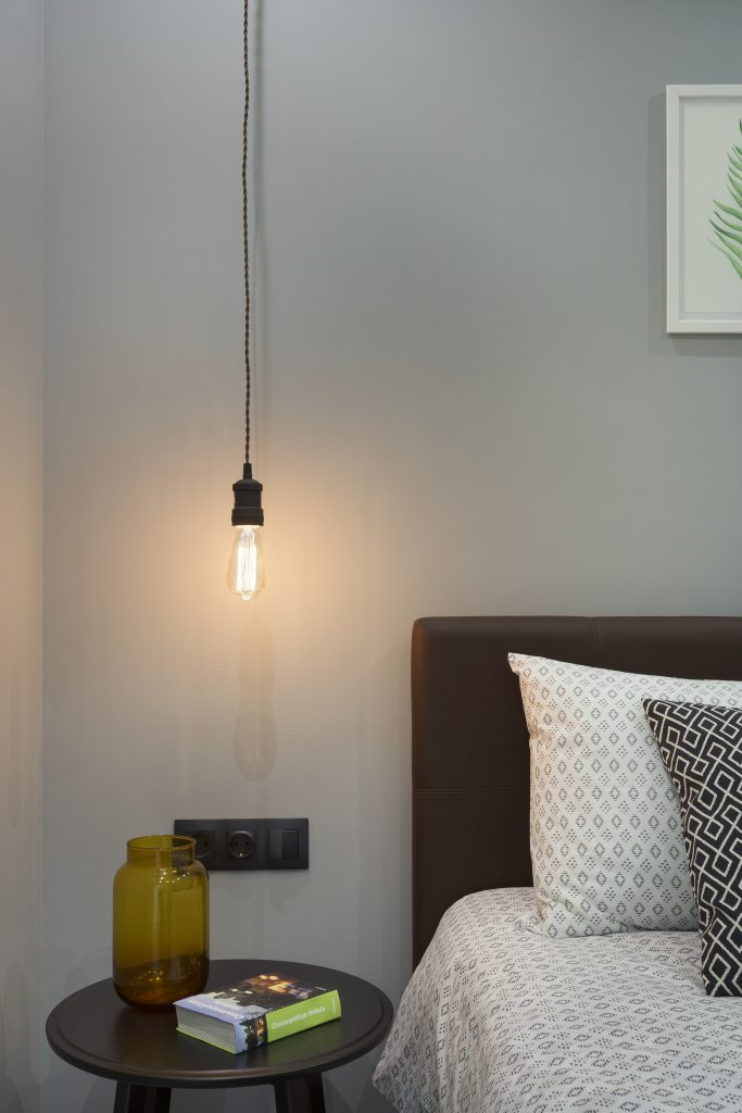 спальня холостяка. светильник Эдисона