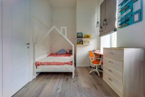 Детская кроватка домиком