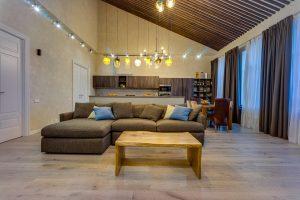 Мягкая зона в кухне-гостиной в стиле лофт