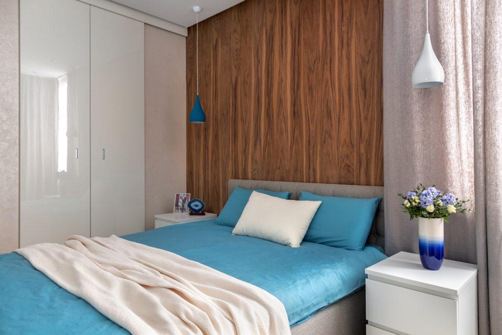 Большой гардероб в спальне