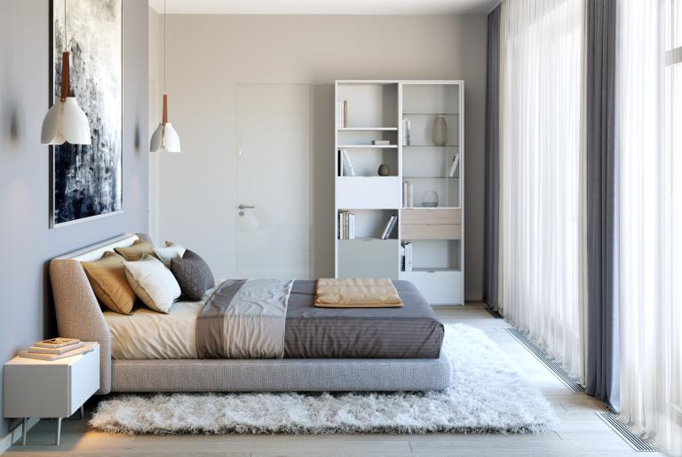 мастер спальня с ковром в светлых тонах