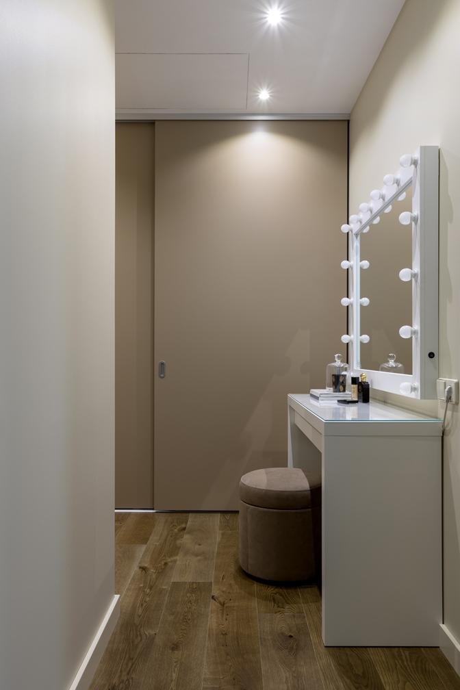 гримерное зеркало в гардеробной