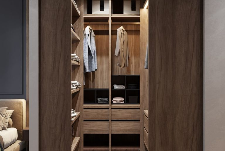компактный гардероб в спальне